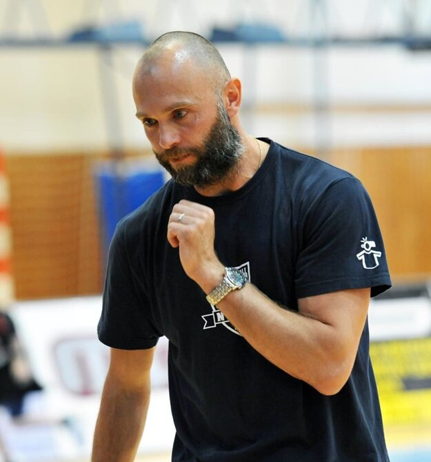 Tréner Marek Kardoš má na dosah veľký úspech hneď v prvej plnej sezóne na lavičke Nitry.