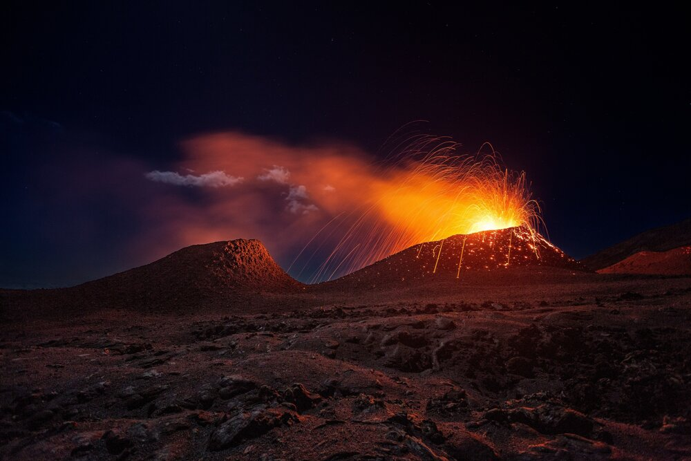 Erupcia sopky Fournaise na ostrove Réunion v Indickom oceáne.