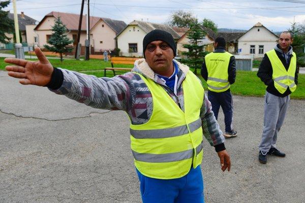 Projekt rómskych občianskych hliadok ožíva po minuloročnom skončení projektu. Po dobrých skúsenostiach mestá a obce požiadali o dotáciu opäť.