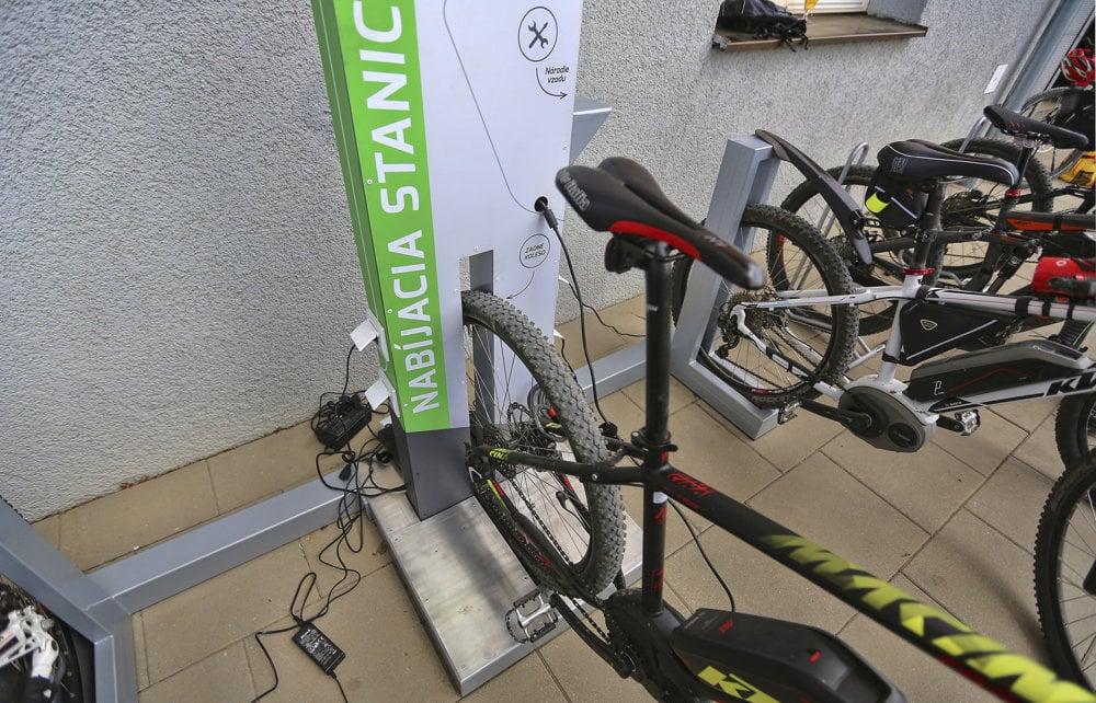 Používanie cyklonabíjačky je jednoduché.