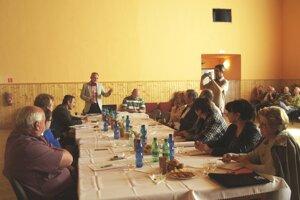 Pracovného stretnutia sa zúčastnili predstavitelia miestnych samospráv