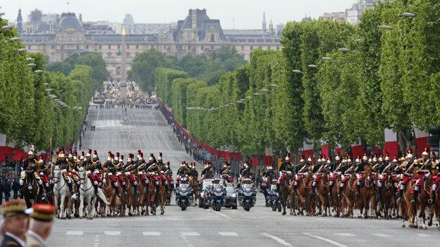 Na Champs- Élysées sa tradične oslavuje výročie konca druhej svetovej vojny v Európe. Vtedy sem autá tiež nesmú.