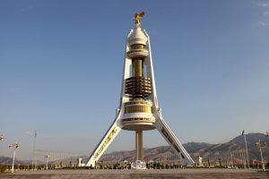Pamätník neutrality v Turkmenistane.