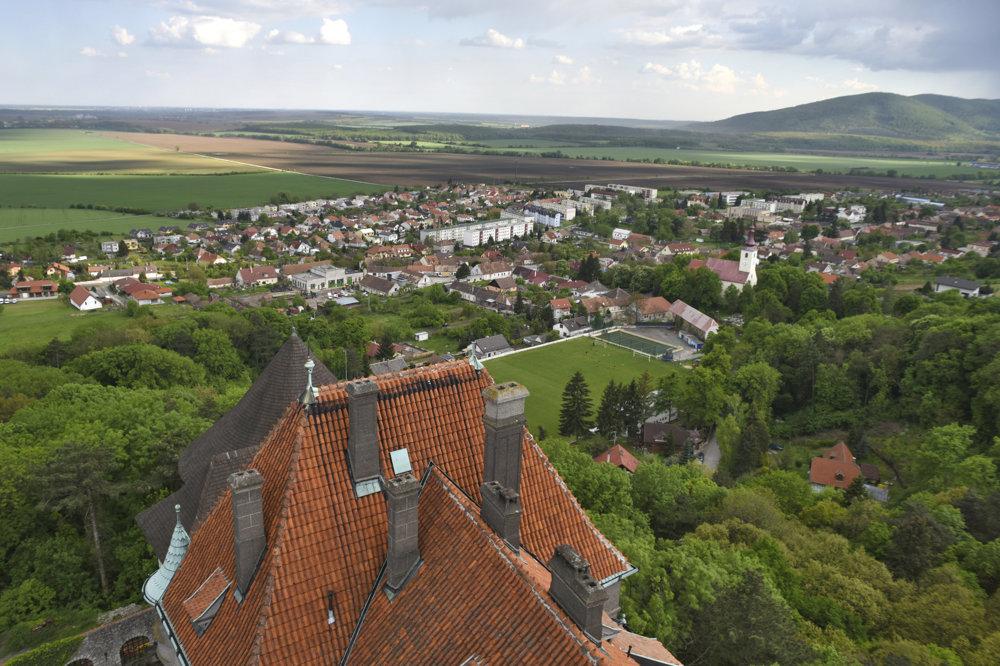 Výhľad zo Smolenického zámku.