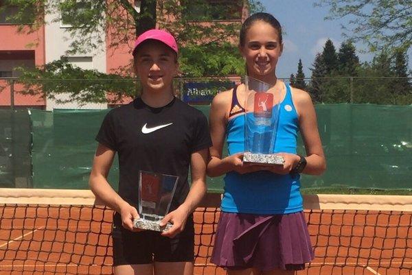 Karolína Šašková (vľavo) prehrala vo finále s rumunskou tenistkou.