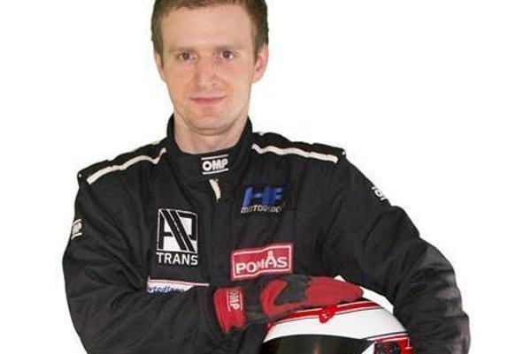 Martin Hlavna jazdí túto sezónu Slovenský okruhový pohár MX5 cup.