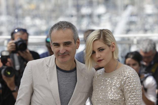 Kristen Stewart a Olivier Assayas v Cannes. Už spolu nakrútili film Sils Maria.
