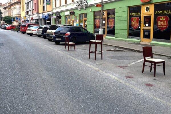 Miesta na parkovanie chýbajú v celom meste.