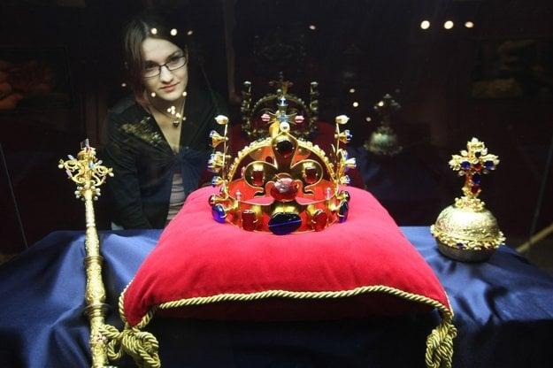 Korunovačné klenoty vystavujú len na Pražskom hrade len pri príležitosti významných udalostí.