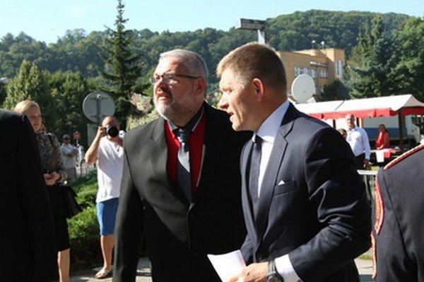 Premiér R.Fico na oslavách s riaditeľom Múzea SNP Stanislavom Mičevom.