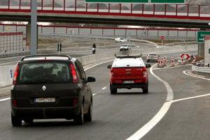Po rýchlostných cestách môžu Hornonitrania jazdiť zatiaľ len v iných regiónoch Slovenska.