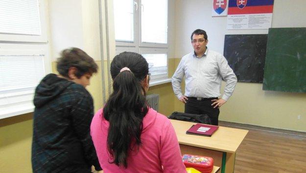 Štefan Vavrek je učiteľom.