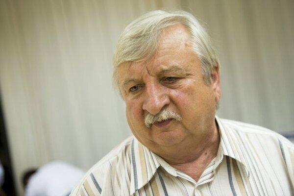 László Miklós.