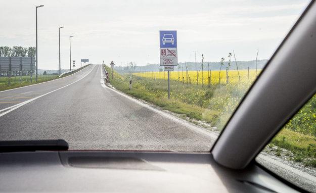 Nová rýchlostná cesta v Maďarsku je zatiaľ nespoplatnená, v budúcnosti sa to zmení.