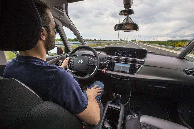 O komforte svedčí aj menšia únava šoféra, napriek hodinám strávených za volantom.