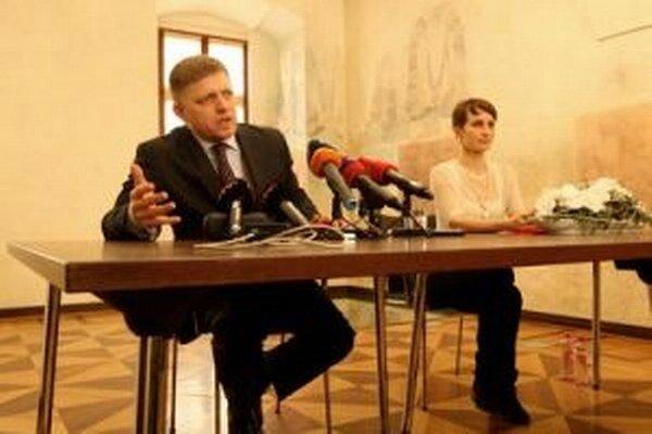 Premiér si odskočil zo stavania mája na banskobystrickom námestí na Radnicu, aby sa vyjadril k schôdzi veriteľov Váhostavu.