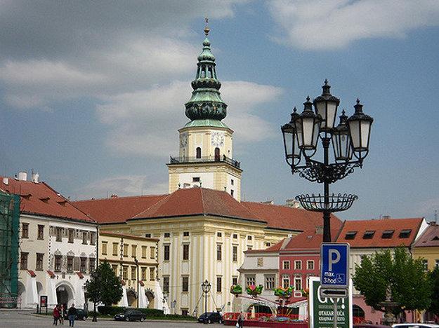 Arcibiskupský zámok v Kroměříži stojí kúsok od Veľkého námestia.
