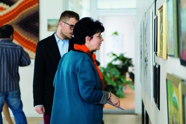 Porota vybrala na krajskú kolektívnu výstavu sto výtvarných diel od 70 autorov.