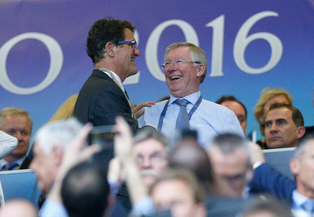 Na San Siro si našlo cestu aj mnoho slávnych futbalových osobností. Fabio Capello (vľavo) sa víta so Sirom Alexom Fergusonom.