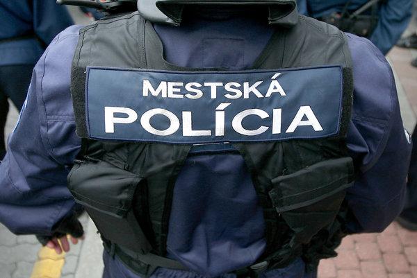 Osem mestských policajtov nastúpi v júli do služby na sídlisku Vlčince.
