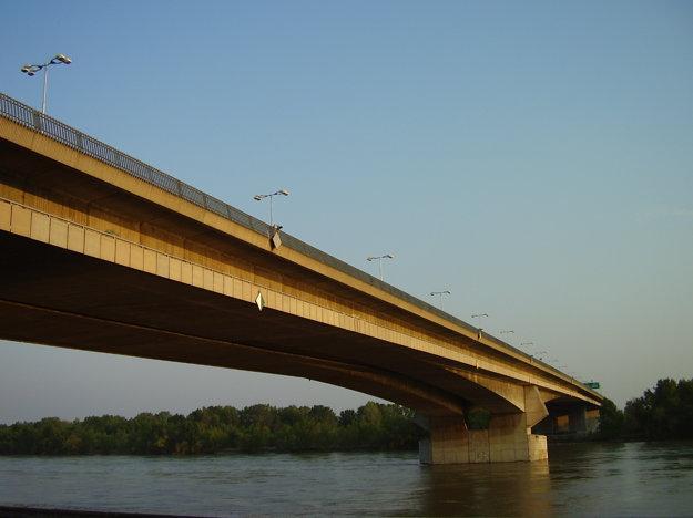 Na riešení Mosta Lafranconi sa Štefan Šlachta autorsky podieľal, patír medzi jeho najvýznamnejšie realizácie