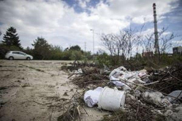 Z okolitej prírody si robíme smetisko.
