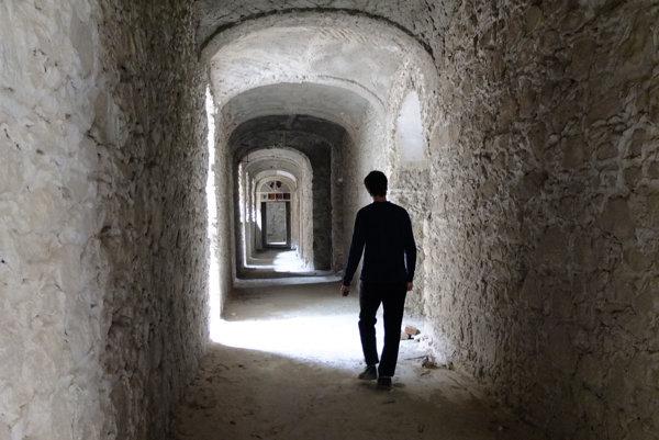 Kláštorné múry by potrebovali obrovskú investíciu, farnosť a dobrovoľníci sa ich postupne snažia zachraňovať.