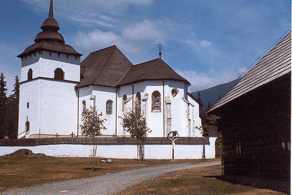 Tradičnú svadbu zaľúbeným párom opäť zorganizujú v kostole Panny Márie v Múzeu liptovskej dediny v Pribyline.