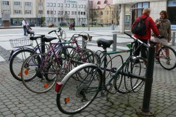 Námestie je pre cyklistov otvorené.