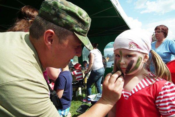Medzinárodný deň detí v réžii vojakov.