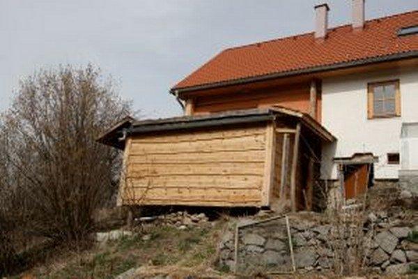 V tejto drevenej odhlučnenej prístavbe bez okien môžete stráviť týždeň.