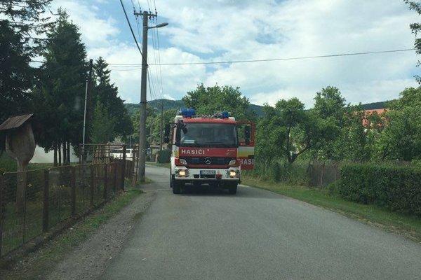 Na pomoc privolala riaditeľka školy aj hasičov