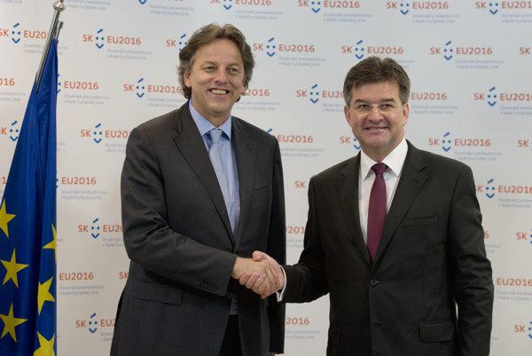 Minister zahraničných vecí Miroslav Lajčák (vpravo) a minister zahraničných vecí Holandska Bert Koenders (vľavo).