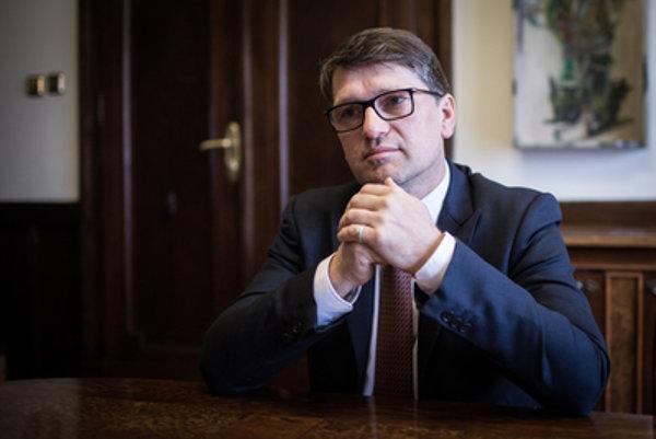 Minister kultúry Marek Maďarič zo Smeru pohrozil demisiou. Koaličné strany však tvrdia, že vláda problémy nemá.