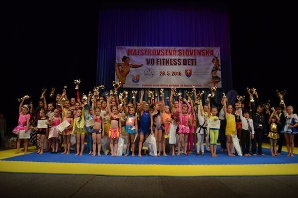 Účastníci republikového šampionátu vo fitness detí.