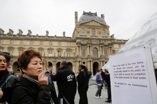 Turisti sa do Louvru v piatok nedostanú.