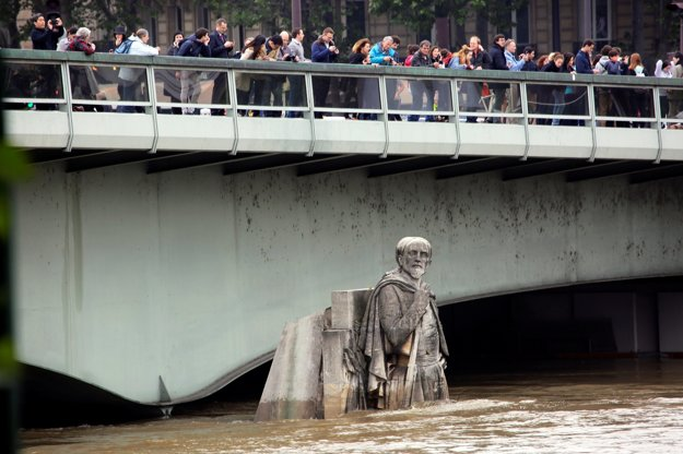 Zuávsky bojovník slúži aj na meranie hladiny Seiny.