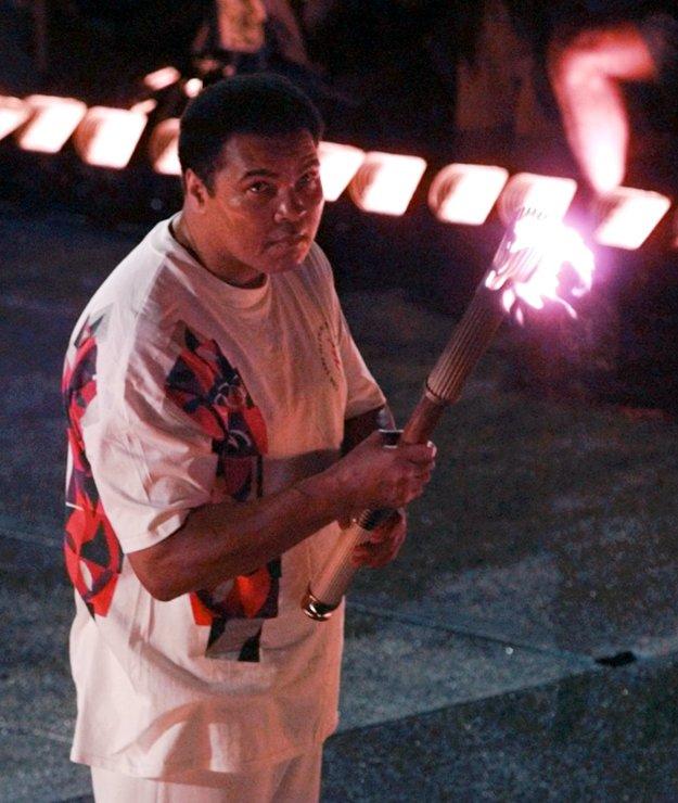 Bol to práve Ali, kto v roku 1996 zapálil olympijský oheň na štadióne v Atlante, čím vlastne oficiálne otvoril 26. letný olympijské hry.