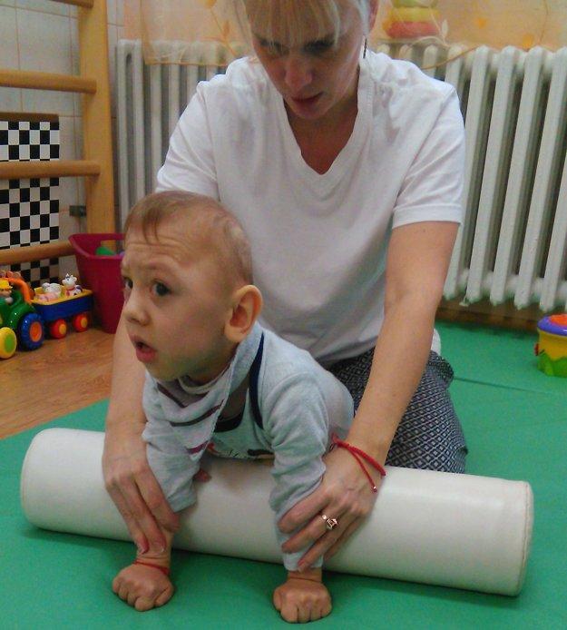 Lukáško potrebuje neustálu opateru a pomoc pri cvičení.