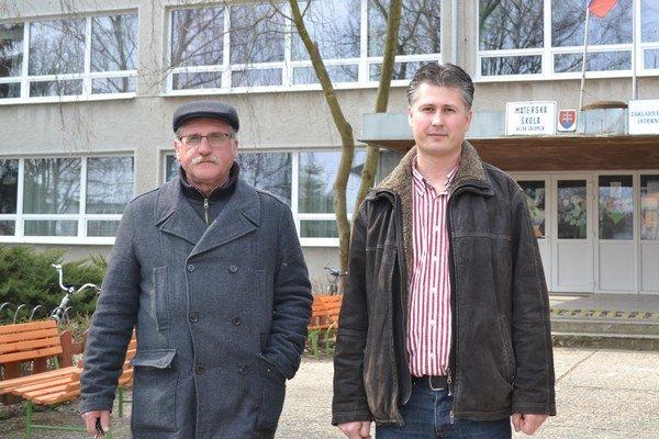 Starosta Michal Nagy (vľavo) ariaditeľ Ján Petrík.