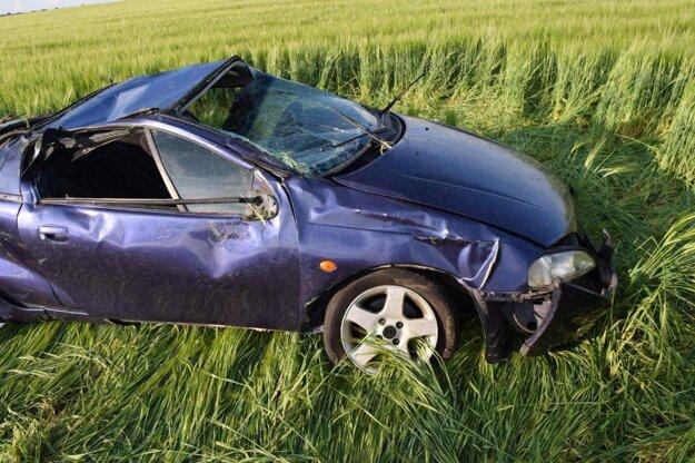 Auto skončilo 80 metrov od miesta nárazu.