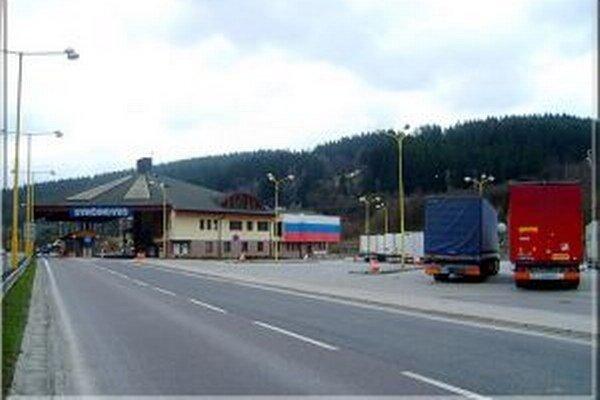 Objekty hraničného priechodu Svrčinovec poskytujú  prvú, nárazovú službu pre cestujúcu verejnosť  prichádzajúcu z Českej republiky.
