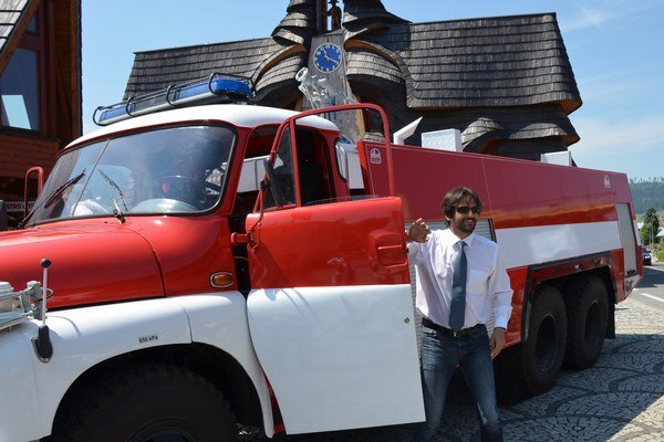 Minister vnútra Robert Kaliňák v nedeľu v Starej Bystrici odovzdal komplet zrenovované hasičské vozidlo Tatra T148.