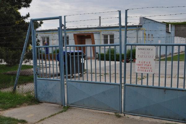 Behan, po ktorom pátra polícia, ušiel počas väzenských prác z neďalekej strelnice pri leopoldovskej väznici.