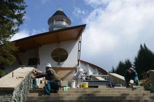 Práce na novom chráme na Živčákovej, ktorý začali budovať v roku 2009, finišujú.