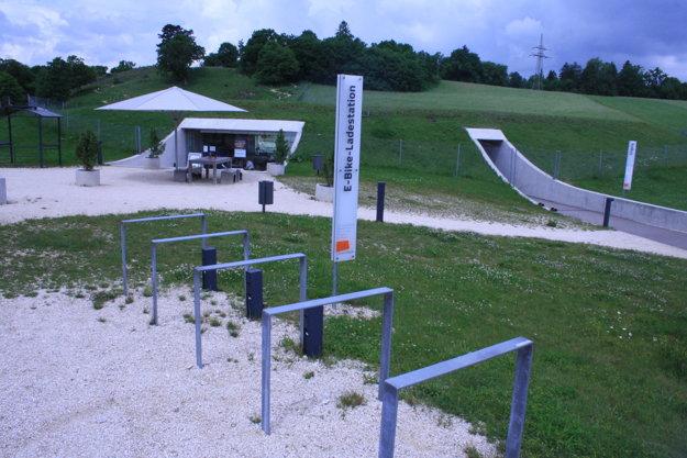 Nabíjačka elektobicyklov je tiež súčasťou infraštruktúry pri Archeoparku Vogelherd, jednej z turistických atrakcií v nemeckom Bádensku Würtembersku.