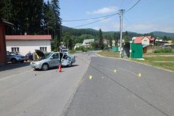"""Na ceste III. triedy sa včera popoludní zrazili dve vozidlá. Jeden z vodičov bol """"pod parou""""."""