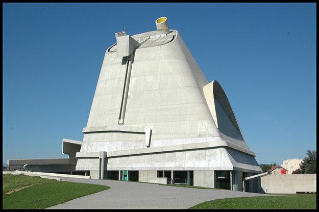 Kostol sv. Petra vo Firminy neďaleko St. Étienne  je posledné dielo architekta Le Corbusiera. Dokončili ho v roku 2006, 41 rokov po jeho smrti.