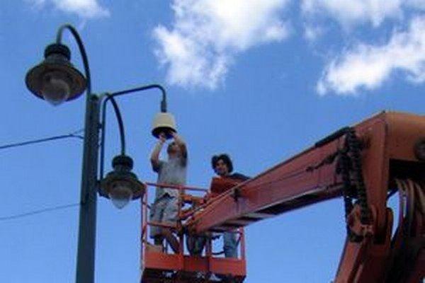 Aj v Kysuckom Novom Meste čaká verejné osvetlenie rekonštrukcia. Dôvodom je nevyhovujúci stav.