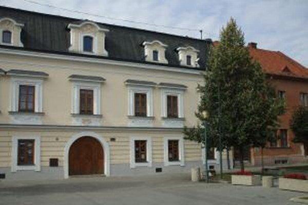 Mestská knižnica v Kysuckom Novom Meste mala vlani  navštívilo vlani 2 152 čitateľov.